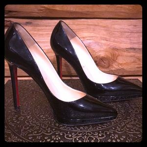 "Christian LouBoutin Res bottom ""So Kate"" pumps"